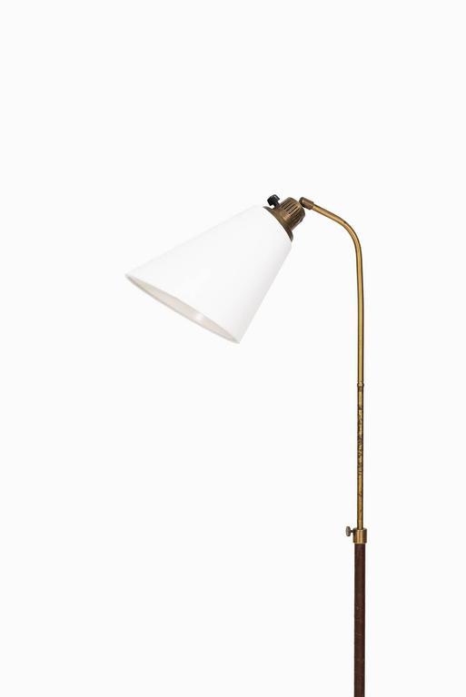 Rare height adjustable floor lamp model 545 designed by Hans Bergström. Produced by Ateljé Lyktan in Åhus, Sweden.