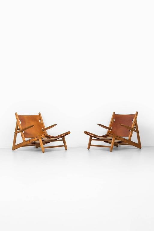Rare pair of hunting easy chairs designed by Børge Mogensen. Produced by Fredericia Stolefabrik in Denmark.