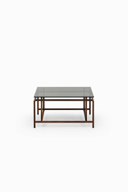 Rare coffee table designed by Henning Nørgaard. Produced by Komfort in Denmark.