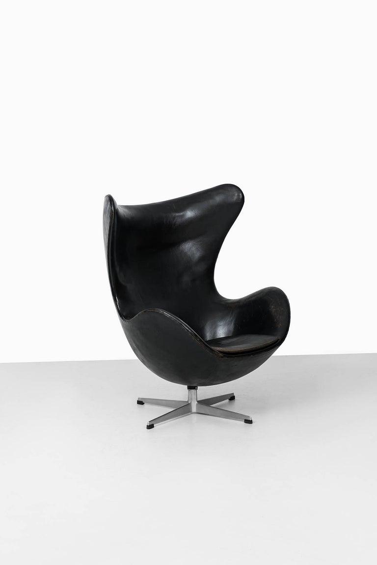 Mid-20th Century Arne Jacobsen Egg Chair Model 3316 by Fritz Hansen in Denmark