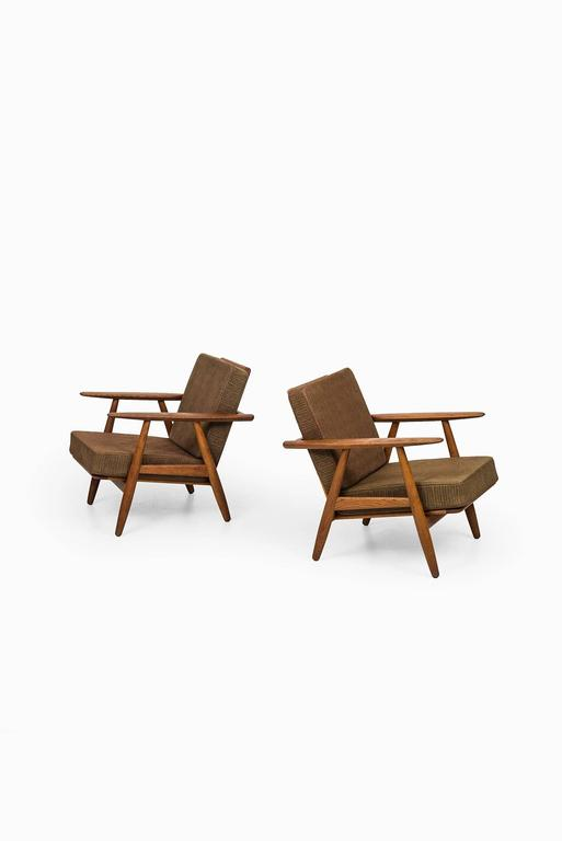 Hans Wegner Cigar Easy Chairs by Getama in Denmark In Excellent Condition For Sale In Malmo, SE