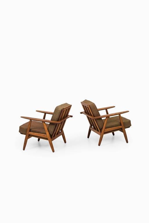 Scandinavian Modern Hans Wegner Cigar Easy Chairs by Getama in Denmark For Sale