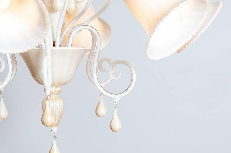 Hand-Crafted Italian Venetian, Chandelier blown Murano Glass, Ivory & Gold 24K, Seguso, 1990s For Sale