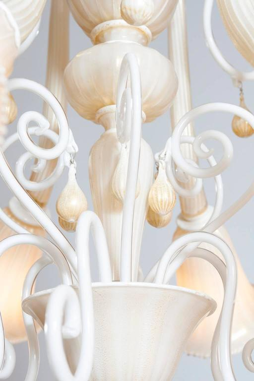 Late 20th Century Italian Venetian, Chandelier blown Murano Glass, Ivory & Gold 24K, Seguso, 1990s For Sale