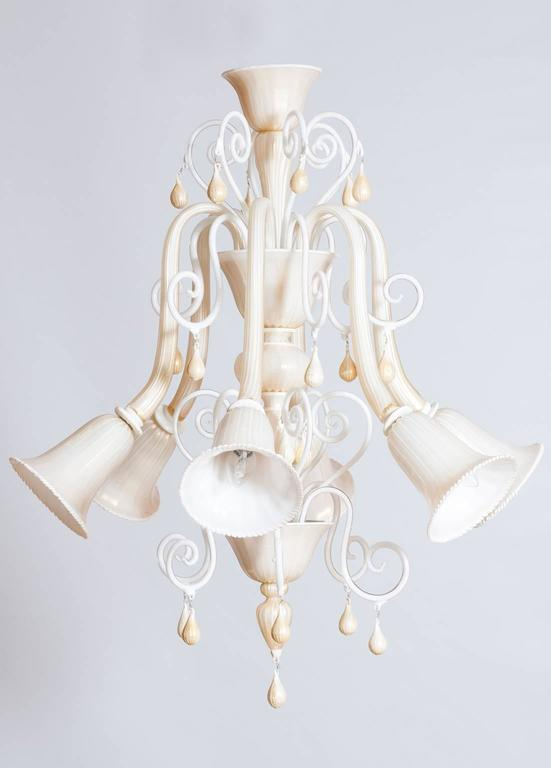 Italian Venetian, Chandelier blown Murano Glass, Ivory & Gold 24K, Seguso, 1990s. Unique, exclusive beautiful Italian Venetian chandelier, in blown Murano Glass, ivory color with gold 24-k finishes; the chandelier is attribute to Seguso design, and