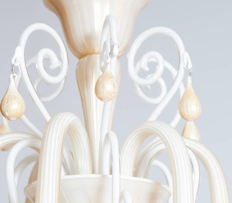 Italian Venetian, Chandelier blown Murano Glass, Ivory & Gold 24K, Seguso, 1990s For Sale 3