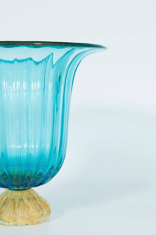 Italian Vase in Murano Glass Light Blue and Gold 1980s In Excellent Condition For Sale In Villaverla, IT