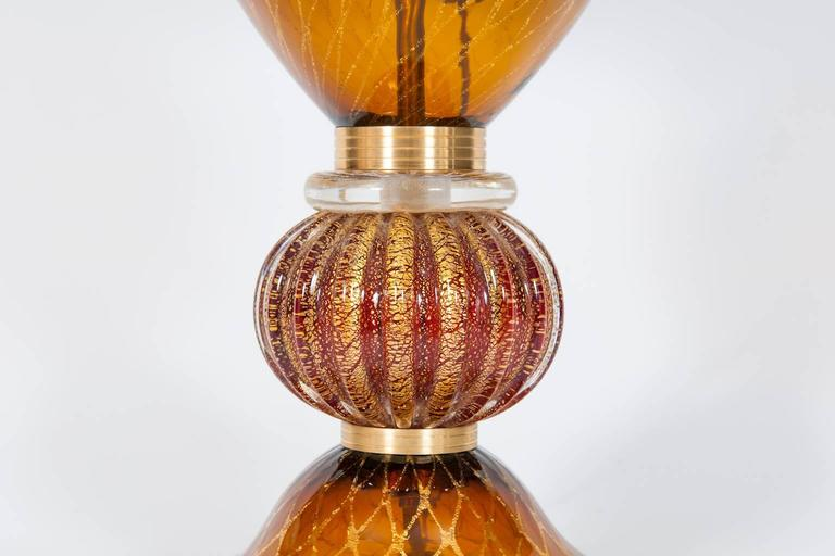 Italian Table Lamp in Blown Murano Glass Amber & 24-Karat Gold 1980s In Excellent Condition For Sale In Villaverla, IT