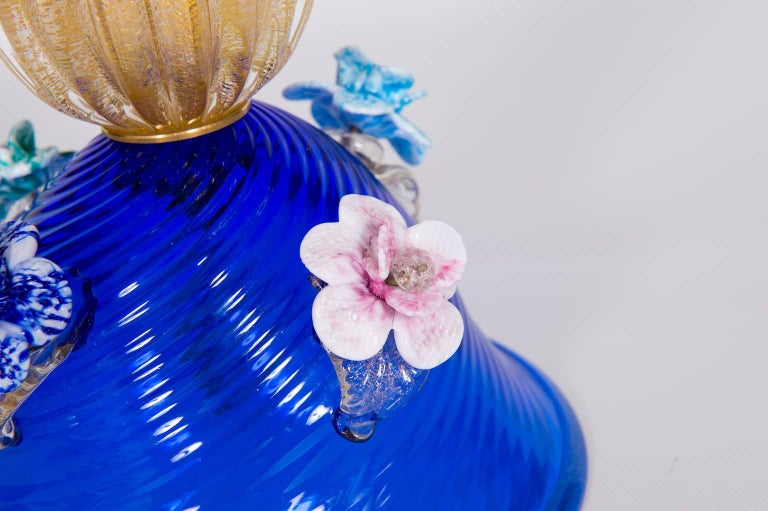 Italian Table Lamp in Blue and 24-Karat Gold Murano Glass, 1980s In Excellent Condition For Sale In Villaverla, IT