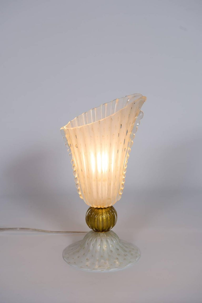 Italian Table Lamp in Blown Murano Glass White and 24-Karat Gold finishes, 1970s For Sale 2
