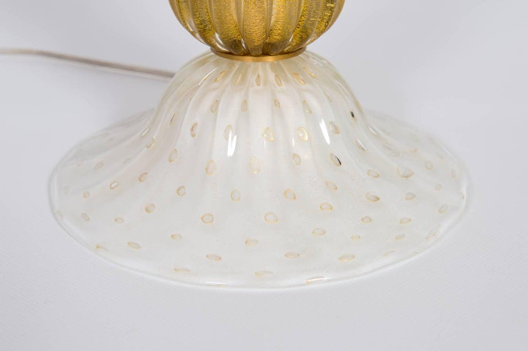 Hand-Crafted Italian Table Lamp in Blown Murano Glass White and 24-Karat Gold finishes, 1970s For Sale