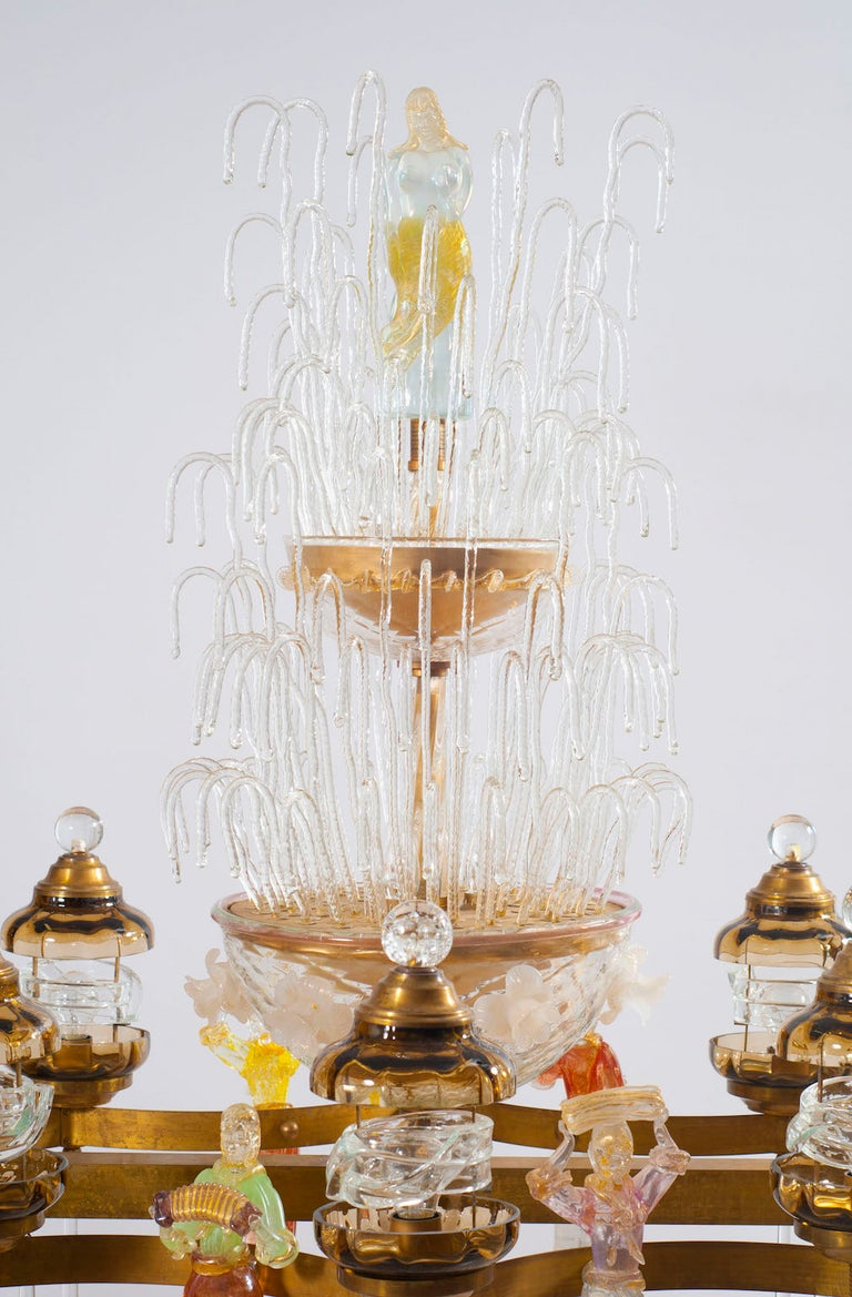 Italian Chandelier in Blown Murano Glass Colorful Statues and brass frame 1950s For Sale 4
