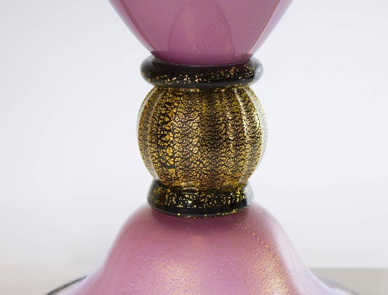 Italian Venetian, Table Lamp, Blown Murano Glass, Magenta & Gold 24-K, 1980s In Excellent Condition For Sale In Villaverla, IT