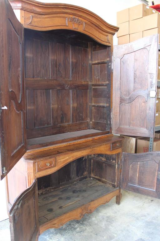 Early 19th Century Buffet a Deux Corps For Sale 2