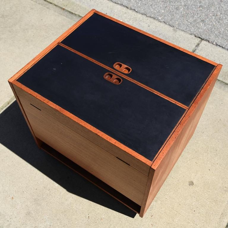 Danish Teak Cube Box Bar In Good Condition For Sale In Vancouver, BC
