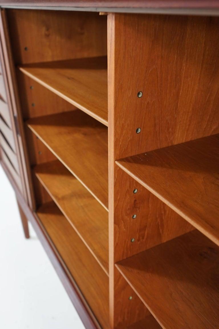 teak sideboard by arne vodder for sibast for sale at 1stdibs. Black Bedroom Furniture Sets. Home Design Ideas