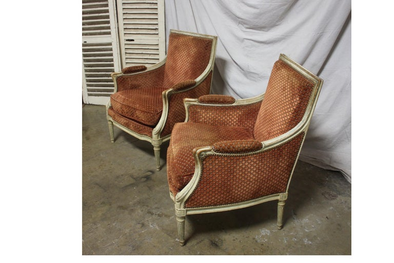 Magnificent Pair of 18th Century French Bergere Chairs For Sale 3
