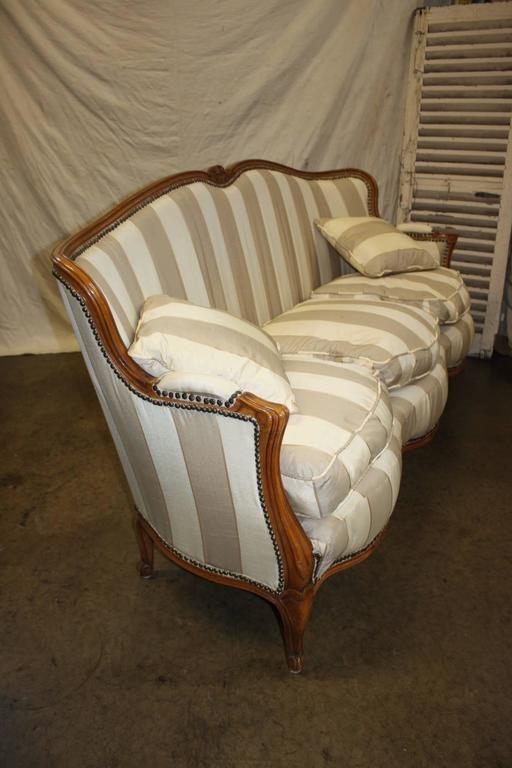Charming 19th Century French Louis XV Settee For Sale 4