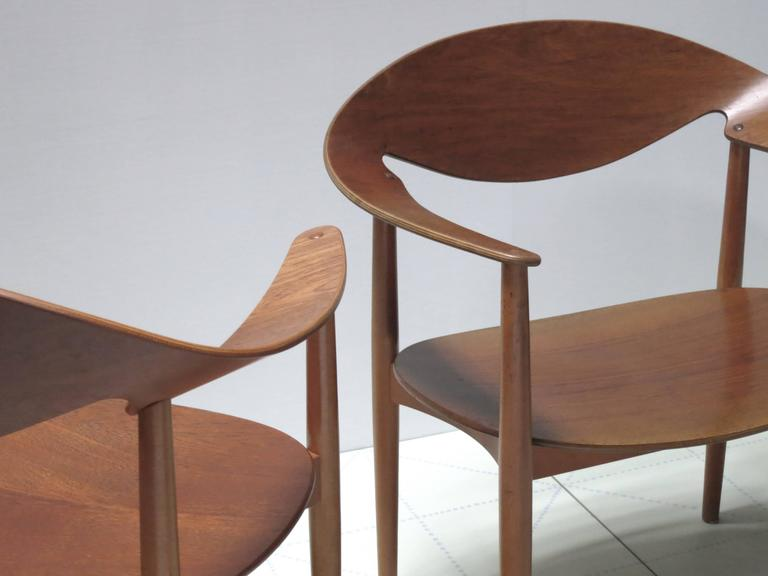 Danish Pair of Metropolitan Chairs by Ejner Larsen and Axel Bender Madsen For Sale