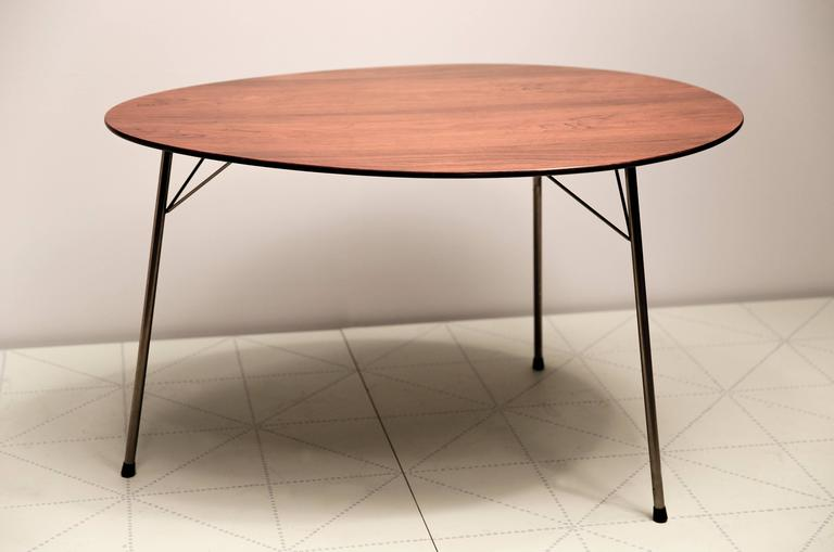 Exceptional Early Brazilian Rosewood Egg Table and Ant Chairs by Arne Jacobsen. Made by Fritz Hansen, the table with maker's painted logo stamped onto the underside of the wooden top, the chairs with the maker's logo stamped into the underside of