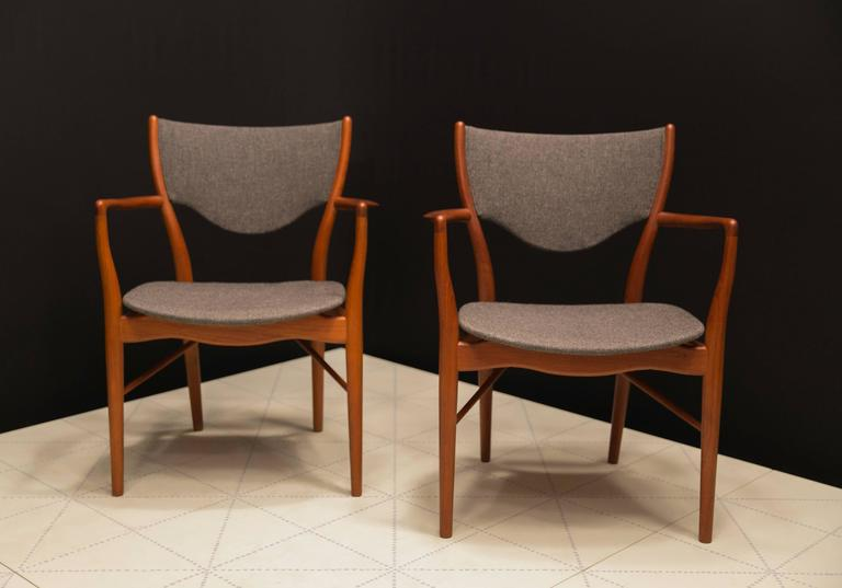 Scandinavian Modern Pair of Finn Juhl BO-46 Chairs in Teak and Original Charcoal Wool Seats For Sale
