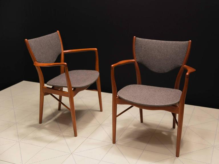 Danish Pair of Finn Juhl BO-46 Chairs in Teak and Original Charcoal Wool Seats For Sale