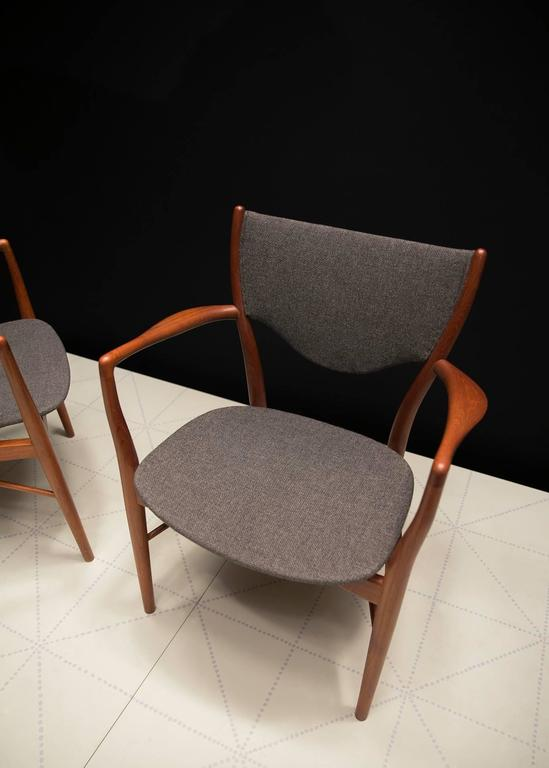 Pair of Finn Juhl BO-46 Chairs in Teak and Original Charcoal Wool Seats In Excellent Condition For Sale In New York, NY