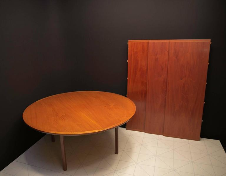 Scandinavian Modern Ole Wanscher's Elegant Extendable Round Dining Table in Mahogany For Sale
