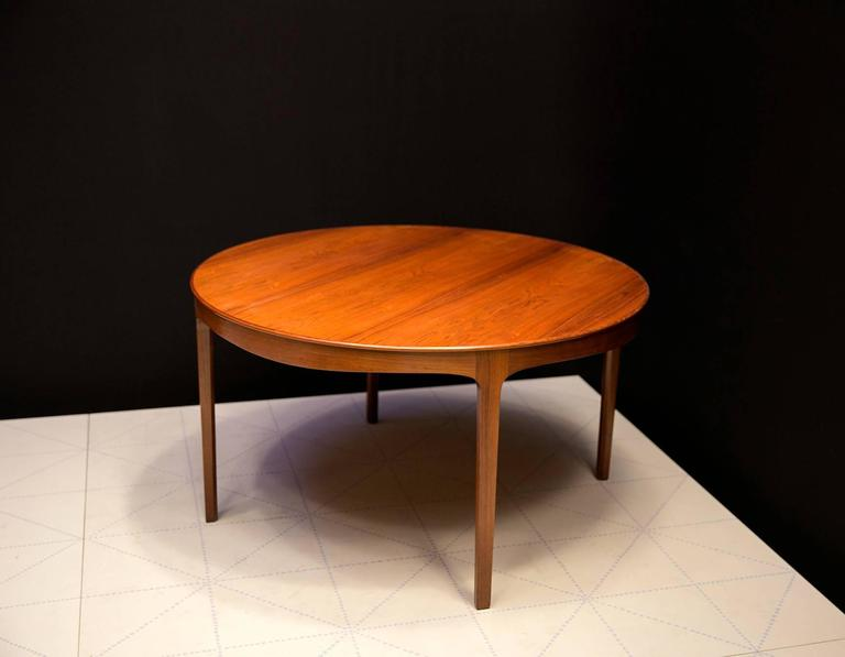 Danish Ole Wanscher's Elegant Brazilian Rosewood Circular Sofa Table with Curved Apron  For Sale
