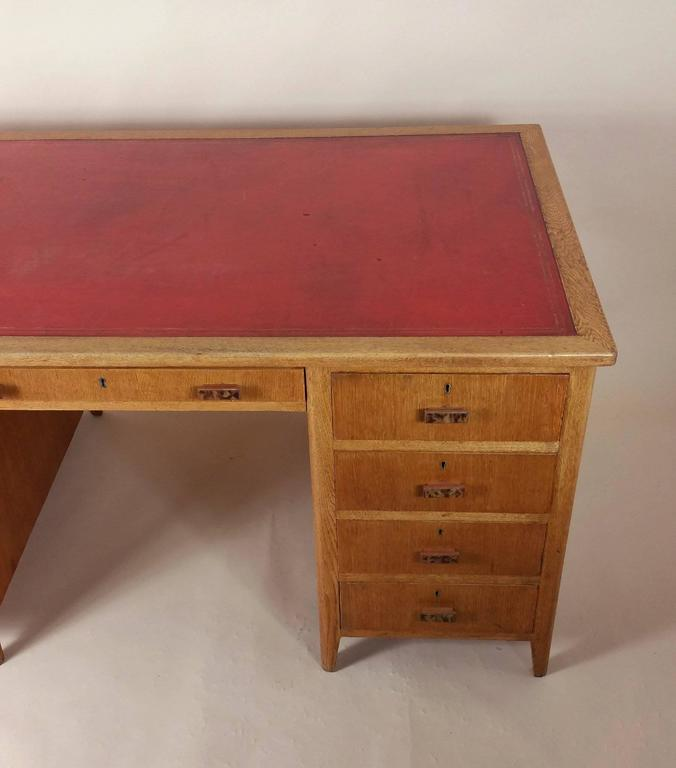 This Sy And Substantial Light Oak 1930s Pedestal Desk Features Nine Drawers The Original Leather