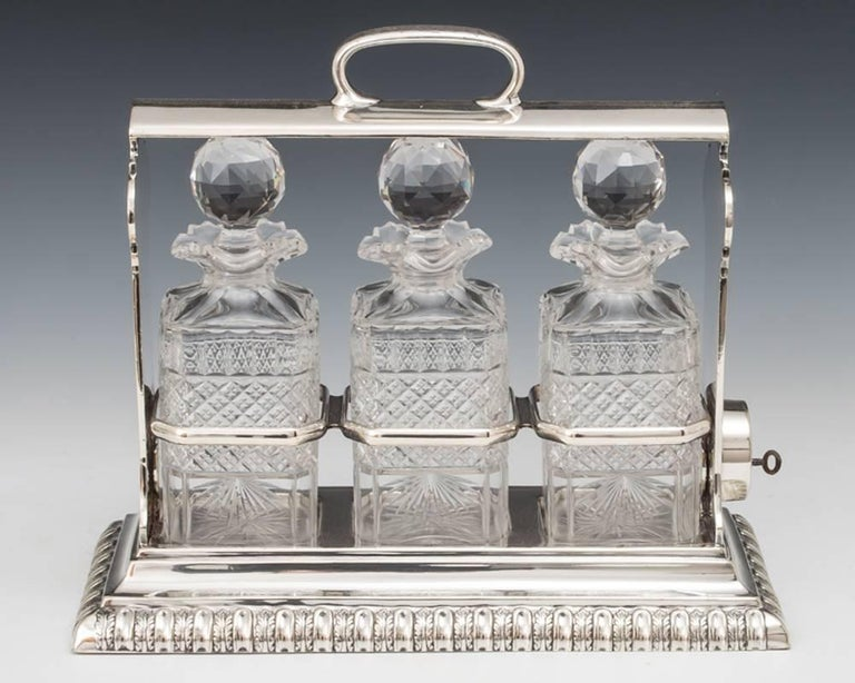 Silver Plate Victorian Decanter Tantalus In Excellent Condition For Sale In Steyning, West sussex