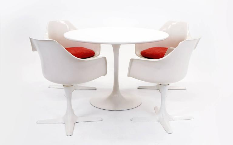 Tulip Table And Four Armchairs By Burke In The Style Of Saarinen For - Knoll tulip table and chairs