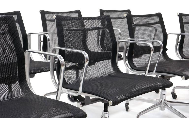 Mid-Century Modern ONLY ONE LEFT!! Black Mesh Eames Aluminum Group dining / conference chairs.  For Sale