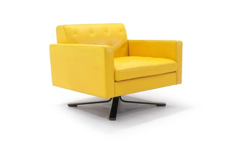 Etonnant Poltrona Frau Kennedee Series Yellow Leather Memory Swivel Lounge Chair For  Sale