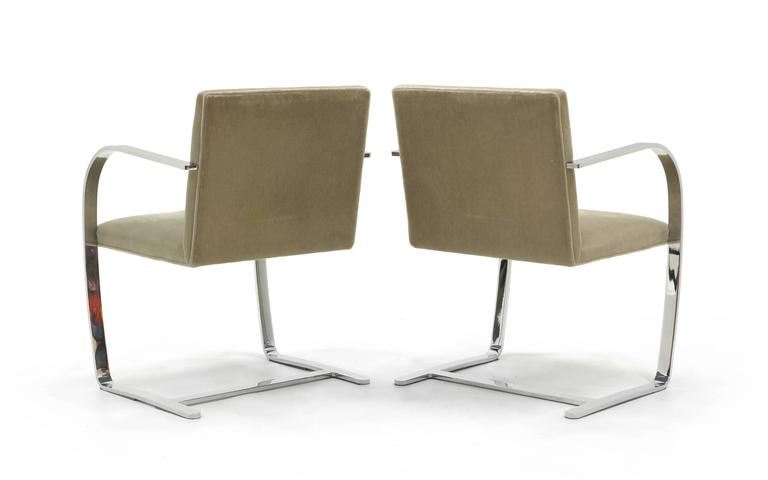 Mid-20th Century Pair of Ludwig Mies van der Rohe Flat Bar Brno Chairs for Knoll For Sale