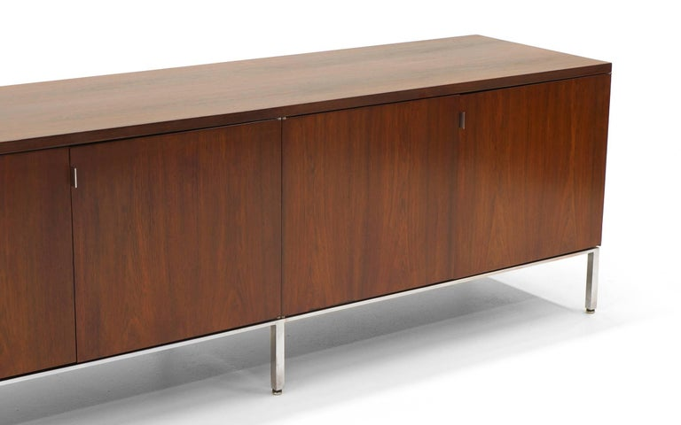 Mid-Century Modern Rosewood Credenza/Media Cabinet Designed by Florence Knoll, Excellent For Sale
