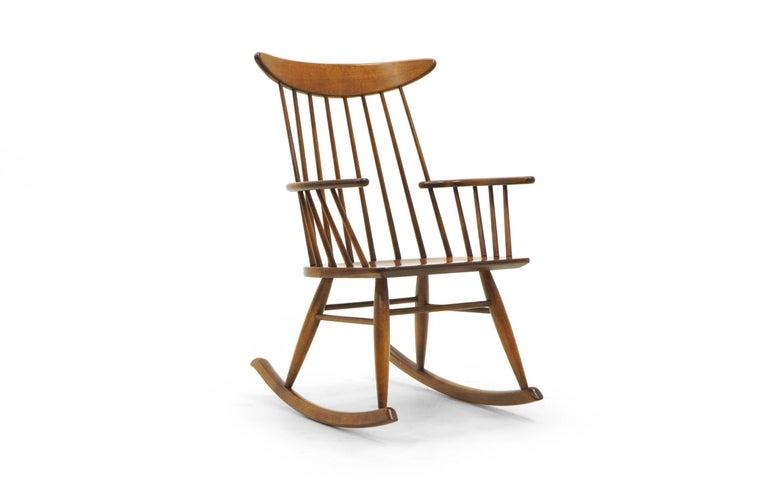 Schaukelstuhl mit Lehne aus dünnen Holzstäben, hergestellt von Conant Ball 2