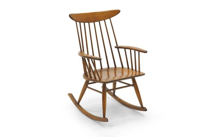 Schaukelstuhl mit Lehne aus dünnen Holzstäben, hergestellt von Conant Ball 4