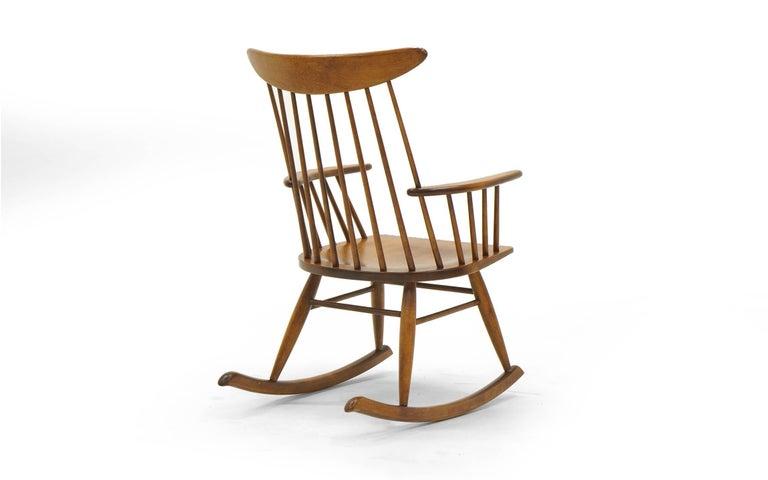 Schaukelstuhl mit Lehne aus dünnen Holzstäben, hergestellt von Conant Ball 5