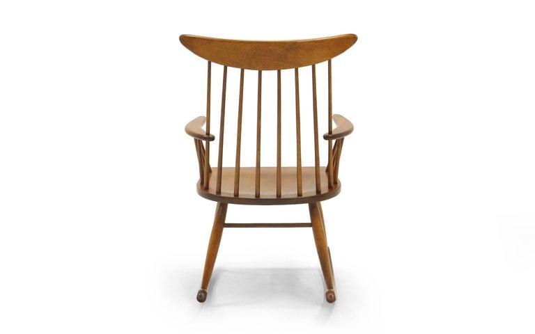Schaukelstuhl mit Lehne aus dünnen Holzstäben, hergestellt von Conant Ball 6