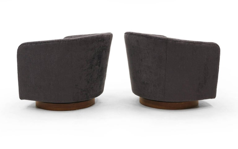 American Pair of Milo Baughman Tilt Swivel Club Chairs, Charcoal Robert Allen Chenille For Sale
