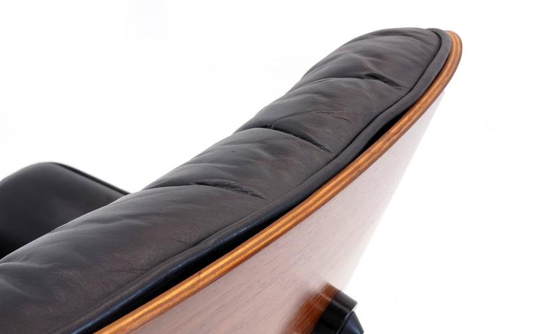 Outstanding all original eames rosewood lounge chair and ottoman at