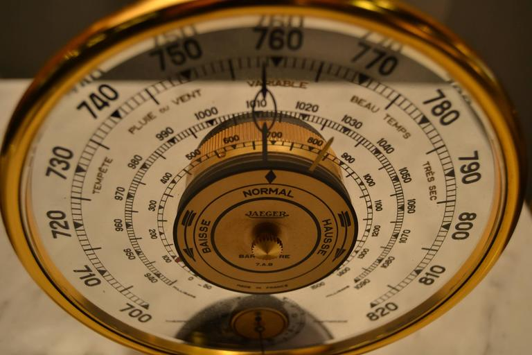 1940s Jaeger Desk Top Barometer and Thermometer In Good Condition For Sale In Saint-Ouen, FR