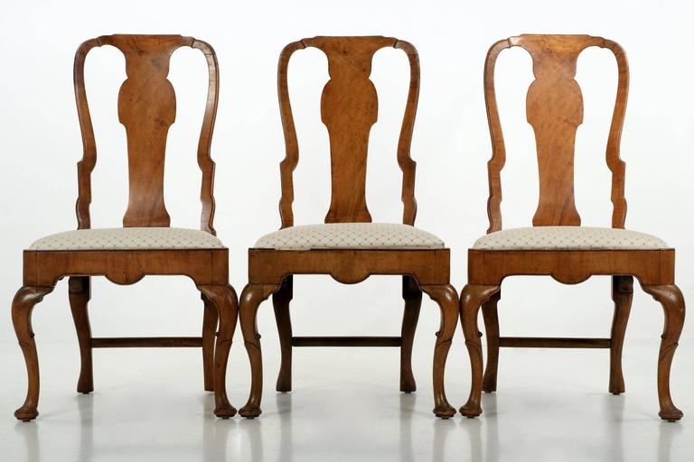 Veneer Set Of Eight Queen Anne Style Burl Walnut Antique Dining Chairs For