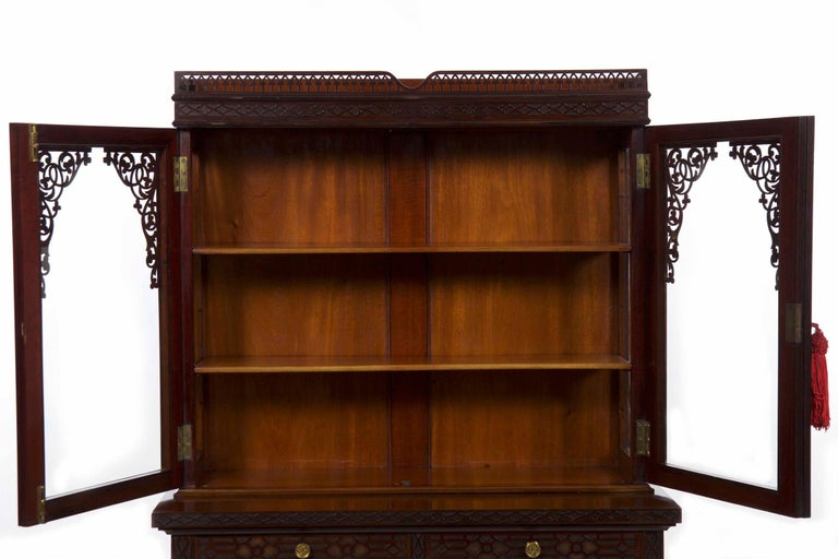 Chinese Chippendale Style Mahogany Antique Curio Cabinet by James Lamb In  Good Condition For Sale In - Chinese Chippendale Style Mahogany Antique Curio Cabinet By James