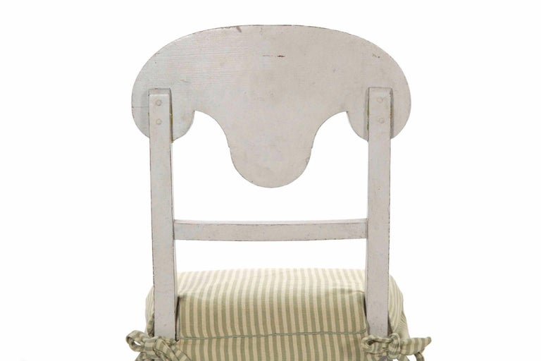 20th Century Swedish Gustavian Style Set of Six White Painted Dining Chairs For Sale