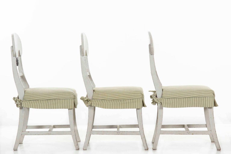 Wood Swedish Gustavian Style Set of Six White Painted Dining Chairs For Sale