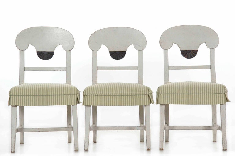 Swedish Gustavian Style Set of Six White Painted Dining Chairs For Sale 1