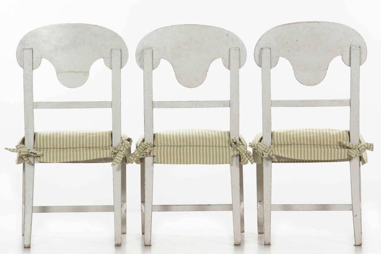 Swedish Gustavian Style Set of Six White Painted Dining Chairs For Sale 5