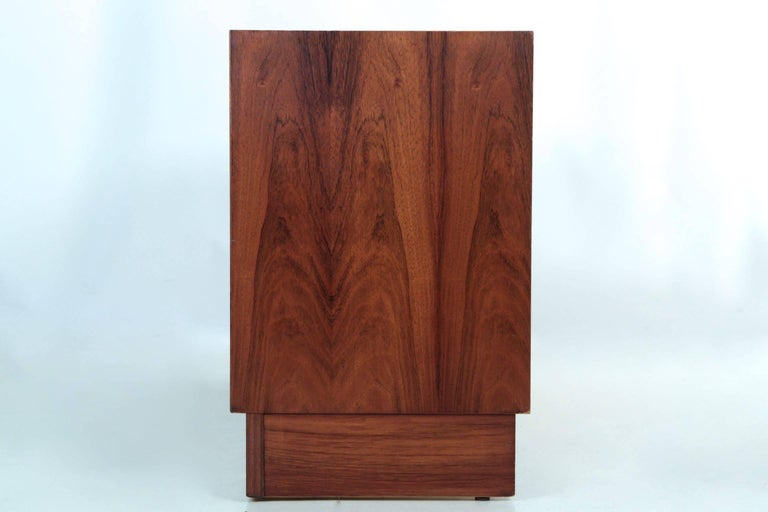 Danish Mid-Century Modern Rosewood Credenza Chest of Drawers by Poul Hundevad For Sale 1